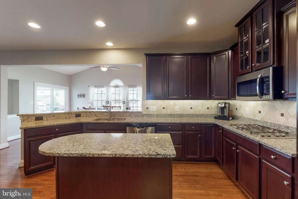 Extended breakfast bar! - 25875 SYCAMORE GROVE PL, ALDIE