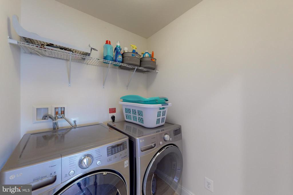 Laundry on bedroom level - 25875 SYCAMORE GROVE PL, ALDIE