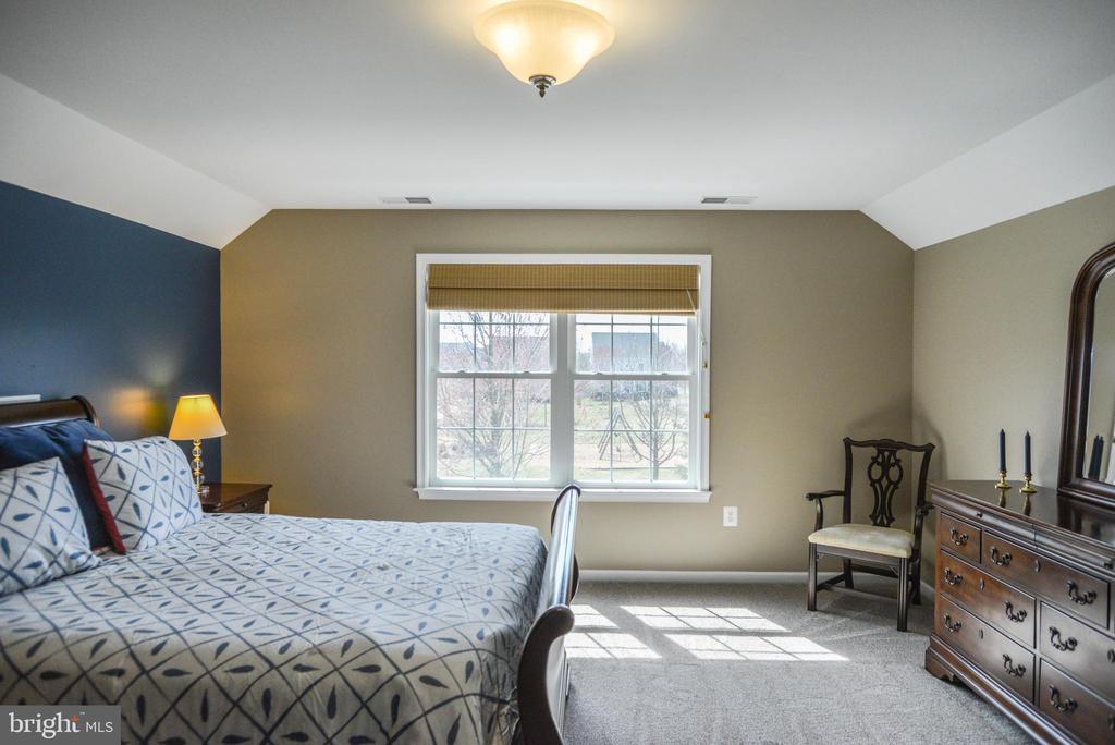 Bedroom 5 - separate suite - 42547 GOOD HOPE LN, BRAMBLETON