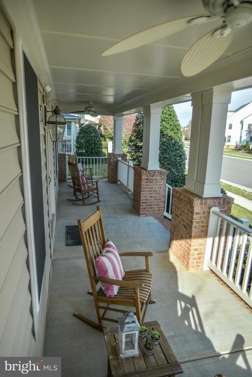 Spacious front porch - 42547 GOOD HOPE LN, BRAMBLETON