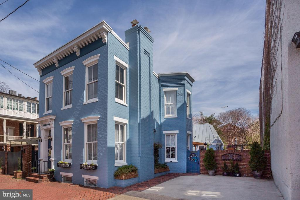 Fully detached Victorian on 2 city lots - 221 N ST ASAPH ST, ALEXANDRIA