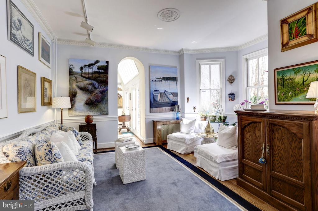 Second parlor with south facing bay windows - 221 N ST ASAPH ST, ALEXANDRIA