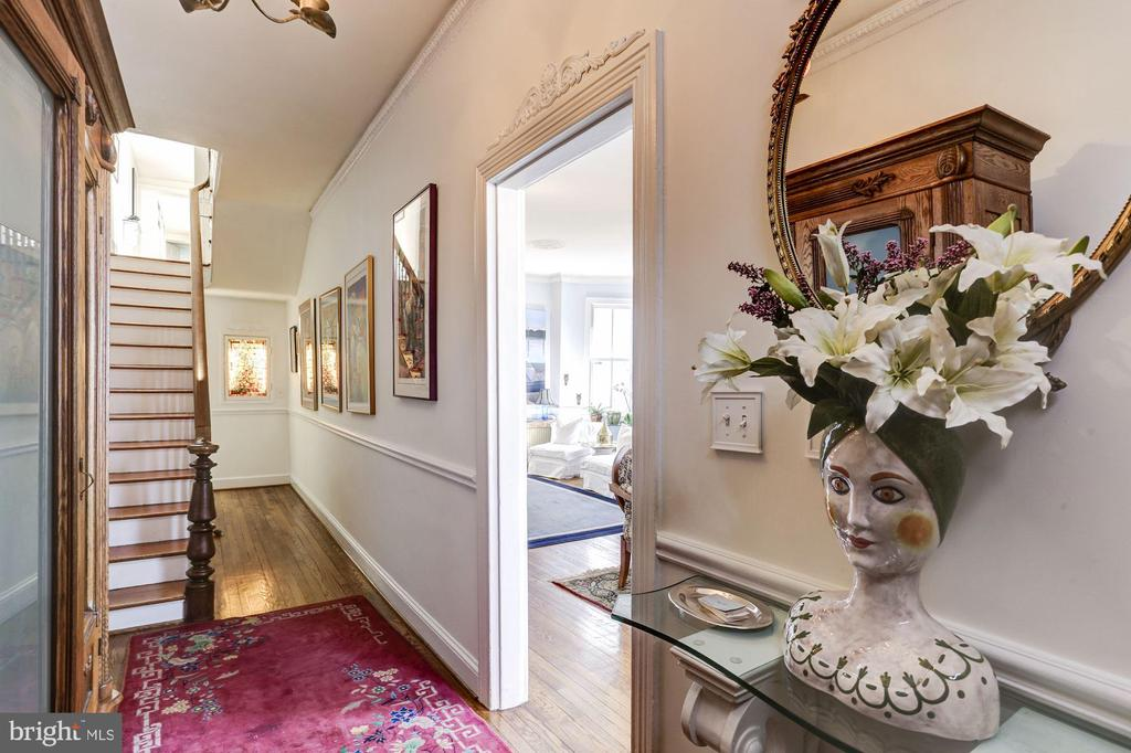 Entry Hall with dramatic ceiling height - 221 N ST ASAPH ST, ALEXANDRIA