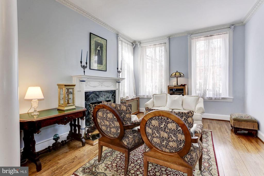 Front parlor with wood burning fireplace - 221 N ST ASAPH ST, ALEXANDRIA