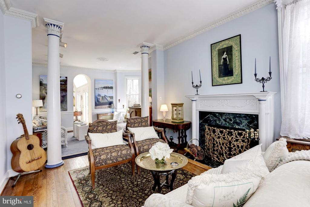 Gracious and sunny double parlor - 221 N ST ASAPH ST, ALEXANDRIA