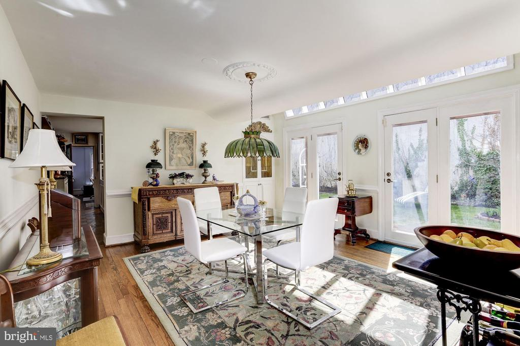 Dining Room w/ French doors leading to the garden - 221 N ST ASAPH ST, ALEXANDRIA