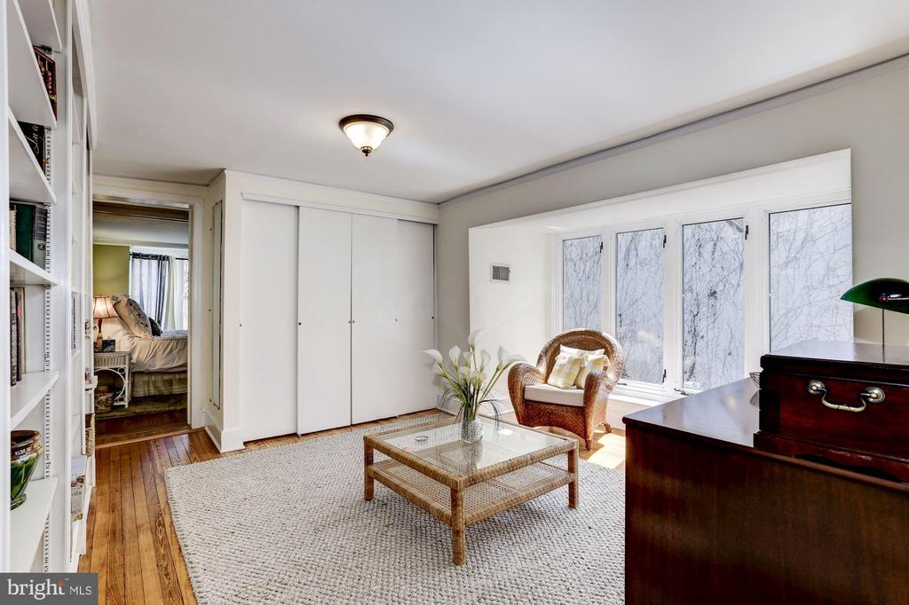 Perfect den or office off the master bedroom - 221 N ST ASAPH ST, ALEXANDRIA