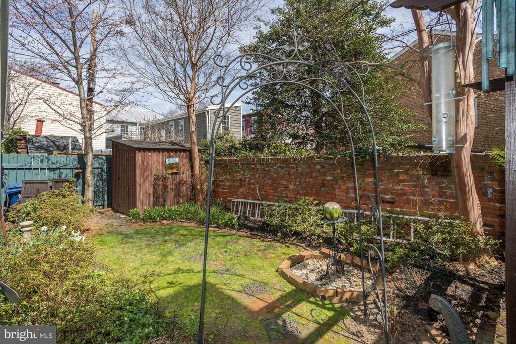 There is a back garden in addition to the side - 221 N ST ASAPH ST, ALEXANDRIA