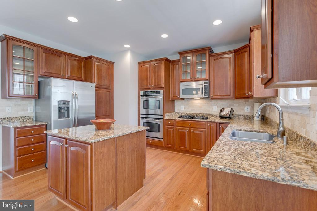 granite counters - 9331 HUNDITH HILL CT, LORTON