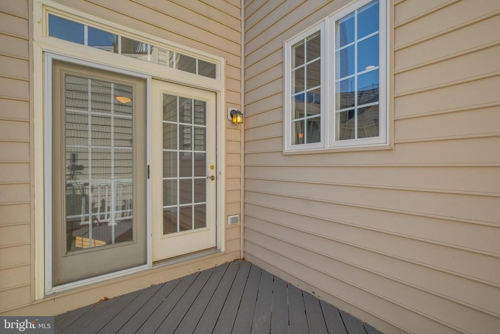 Trex deck for low maintenance - 9331 HUNDITH HILL CT, LORTON