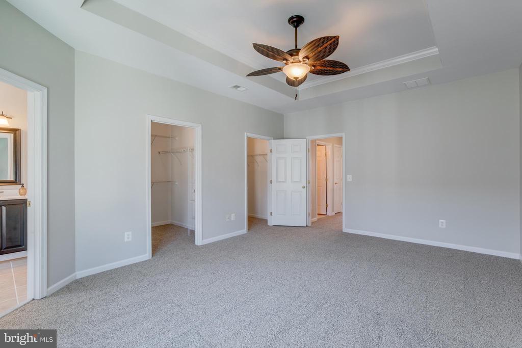 Dual walk-in  closets - 9331 HUNDITH HILL CT, LORTON