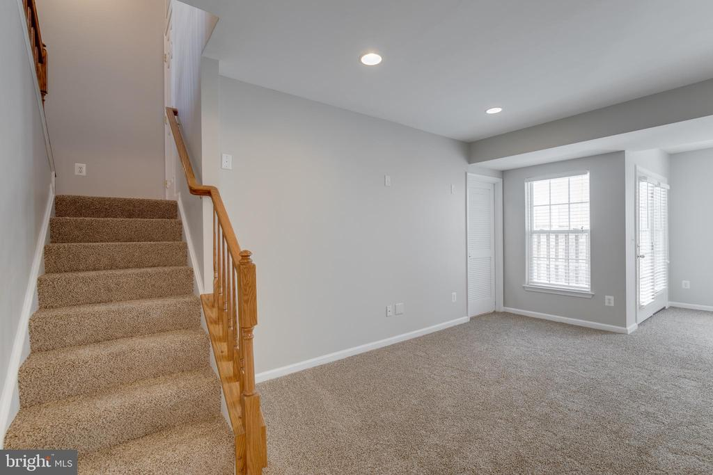 walk-out lower level - 9331 HUNDITH HILL CT, LORTON