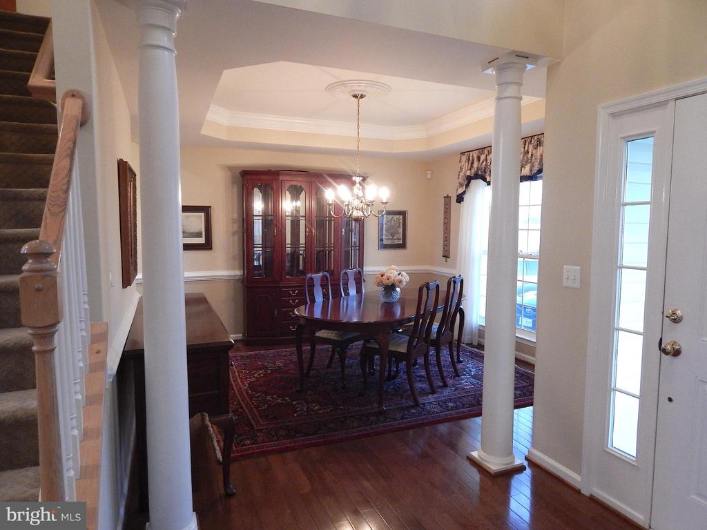 Dining rm w/wood floors, tray ceiling, mouldings - 81 BRUSH EVERARD CT, STAFFORD