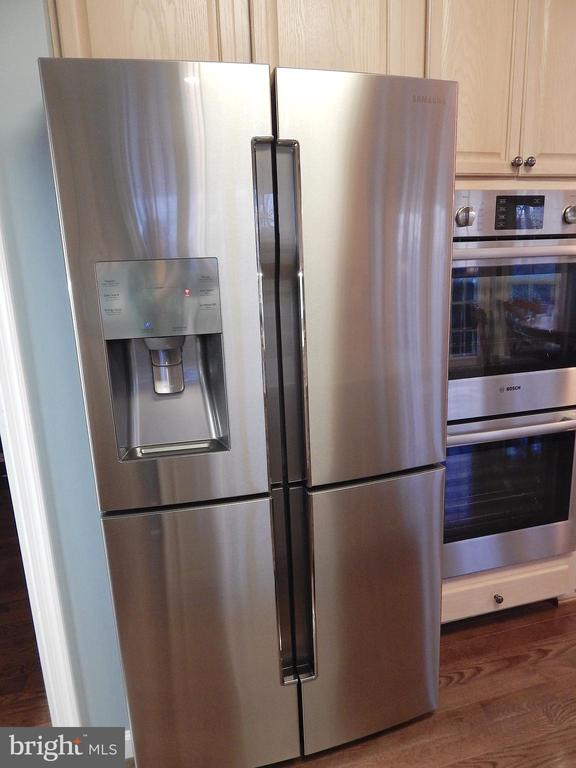 Premium refrigerator - 81 BRUSH EVERARD CT, STAFFORD