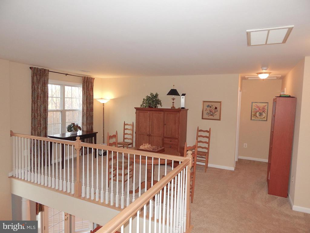 Upstairs loft sitting area overlooking family room - 81 BRUSH EVERARD CT, STAFFORD