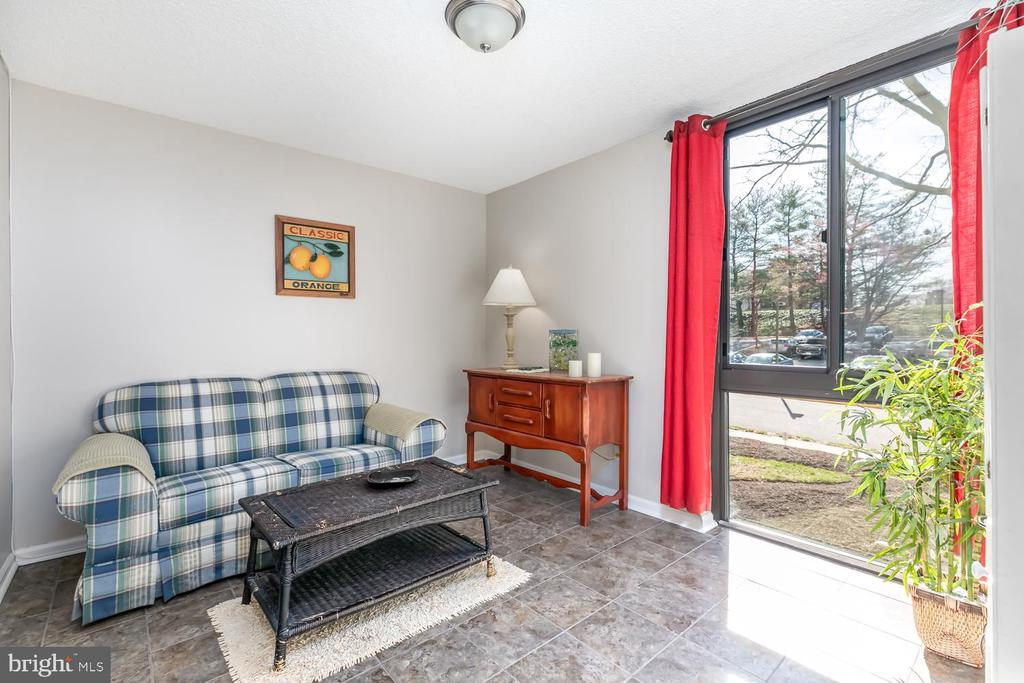Dining area w/ large panoramic window - 2311 PIMMIT DR #213, FALLS CHURCH