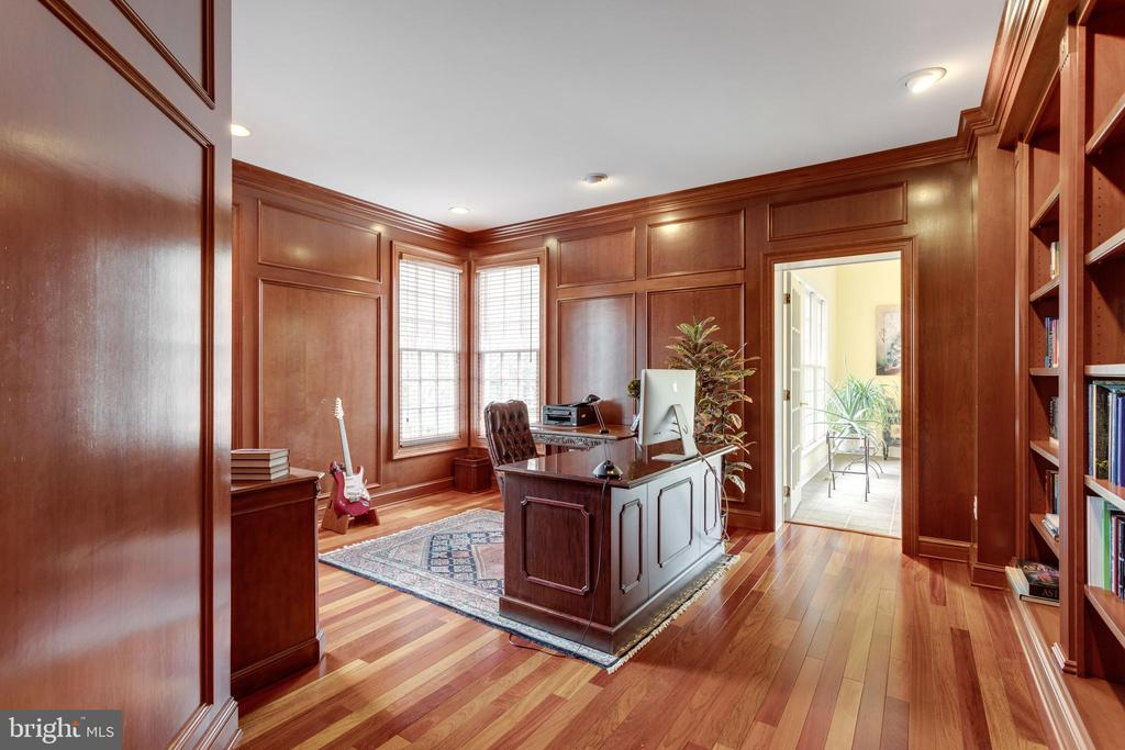 Handsome Cherry-clad Study! - 2565 YONDER HILLS WAY, OAKTON