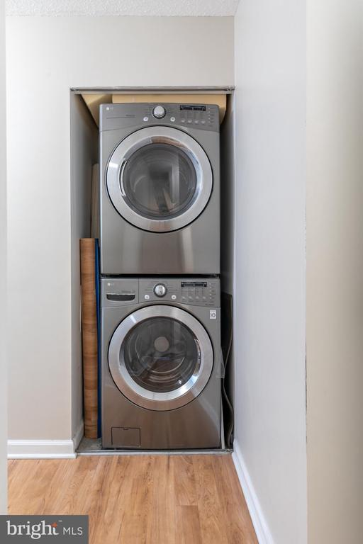 New Lg washer & dryer - 2311 PIMMIT DR #213, FALLS CHURCH