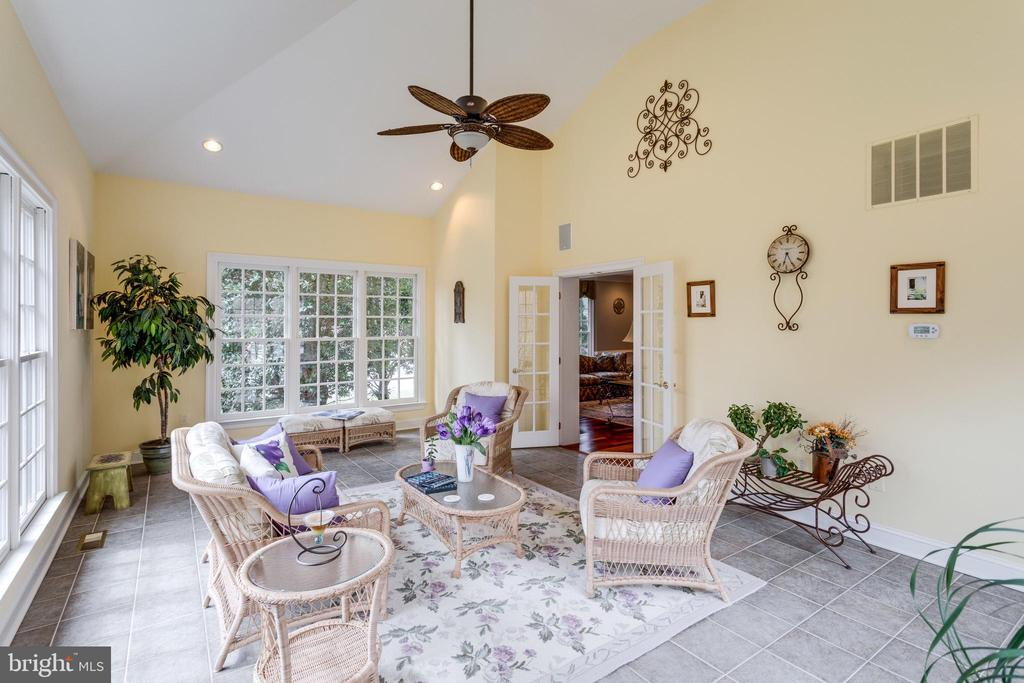 Sun-drenched, Cheery Sunroom/ - 2565 YONDER HILLS WAY, OAKTON