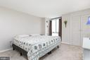 Nice airy master bedroom - 2311 PIMMIT DR #213, FALLS CHURCH