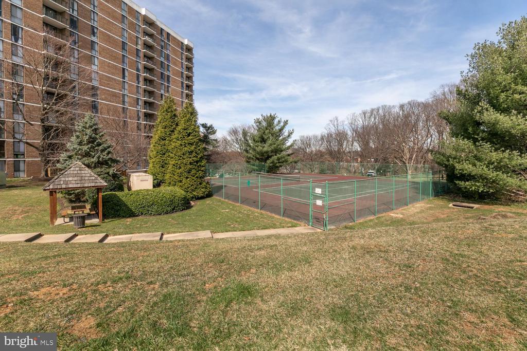 Community tennis courts - 2311 PIMMIT DR #213, FALLS CHURCH