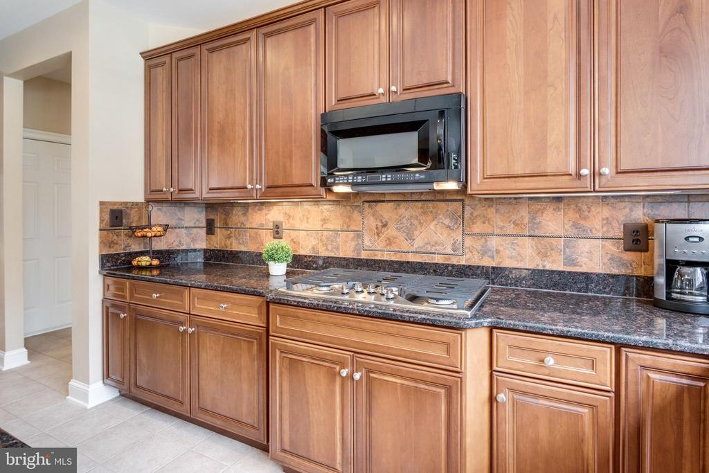 5- Burner Gas Cooktop. - 2565 YONDER HILLS WAY, OAKTON