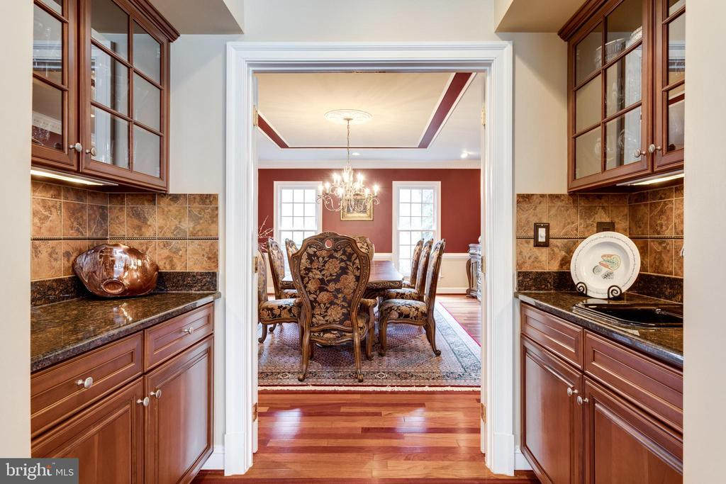 Elegant Butler's Pantry with Cherry Cabinetry. - 2565 YONDER HILLS WAY, OAKTON