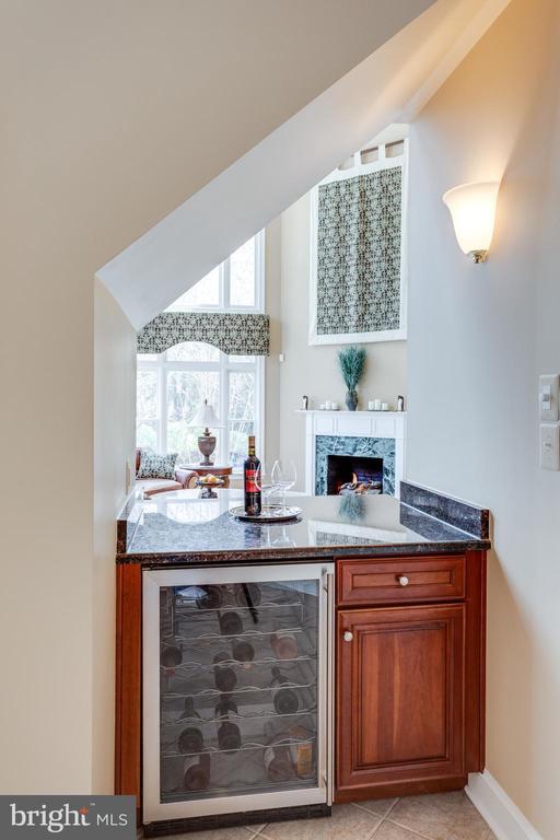 Wine Cooler/Bar between Kitchen & Family Room. - 2565 YONDER HILLS WAY, OAKTON