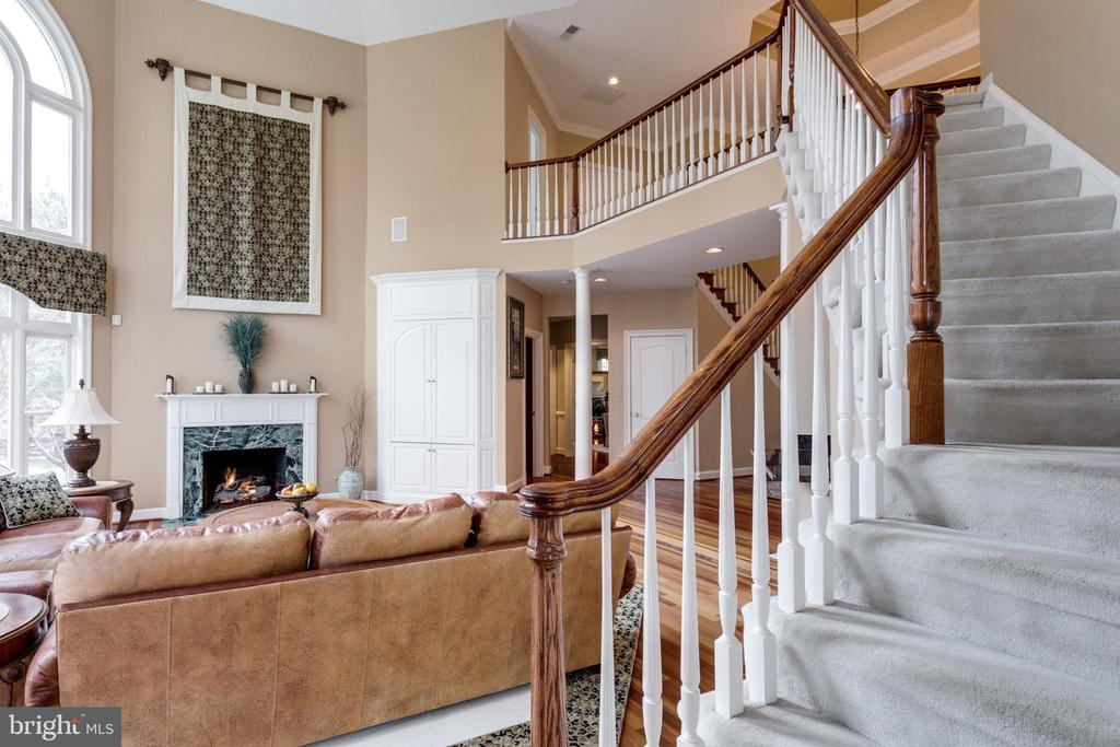 Rear Stairway offers private access to upper lvl - 2565 YONDER HILLS WAY, OAKTON