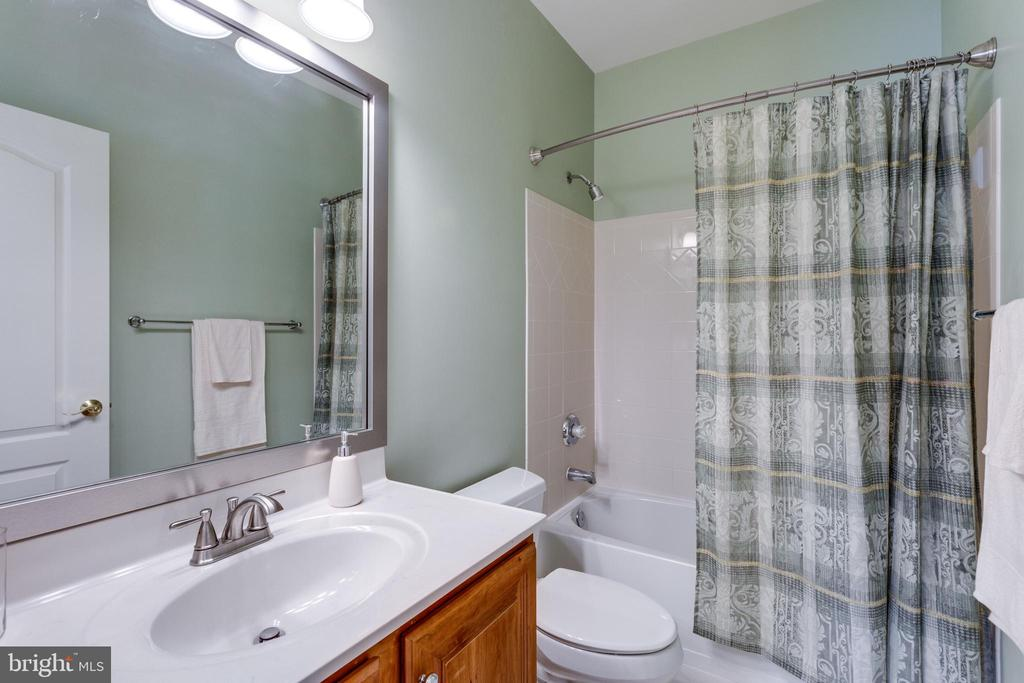Private Bath. - 2565 YONDER HILLS WAY, OAKTON