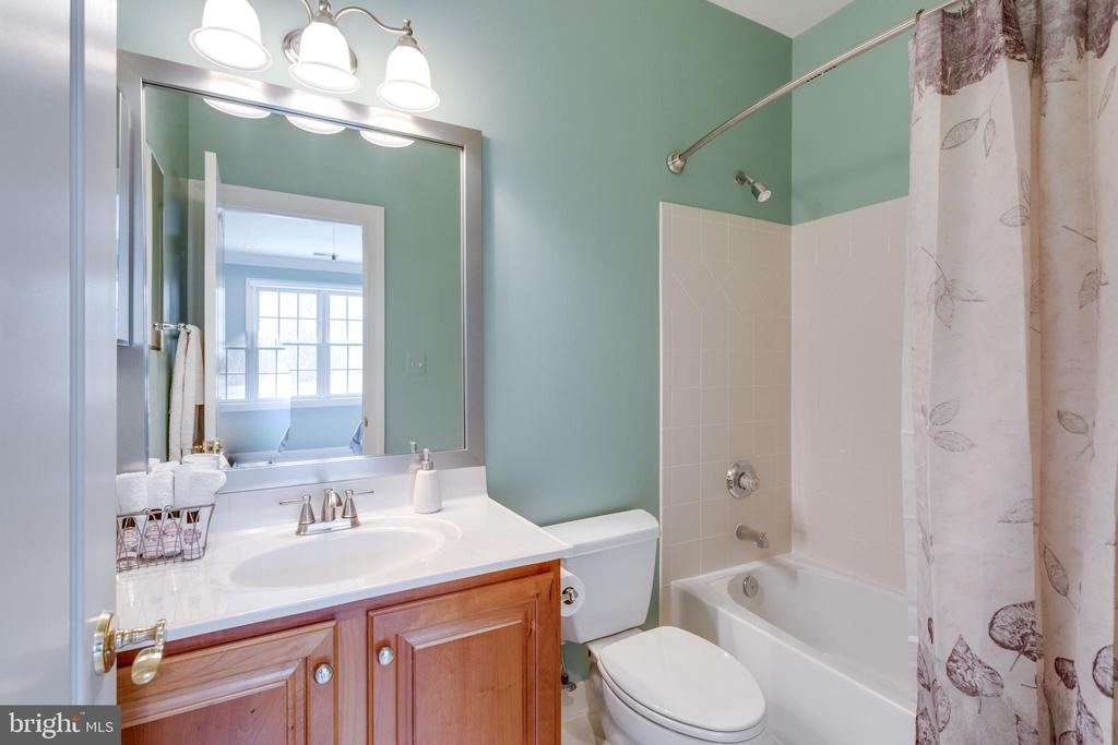 Every Bedrooms Enjoys its Own Private Bath. - 2565 YONDER HILLS WAY, OAKTON