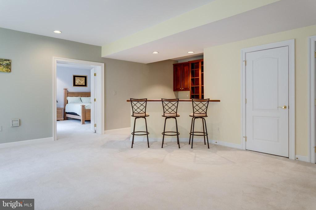 Lower Lvl Bedroom enjoys its own Wet Bar - 2565 YONDER HILLS WAY, OAKTON