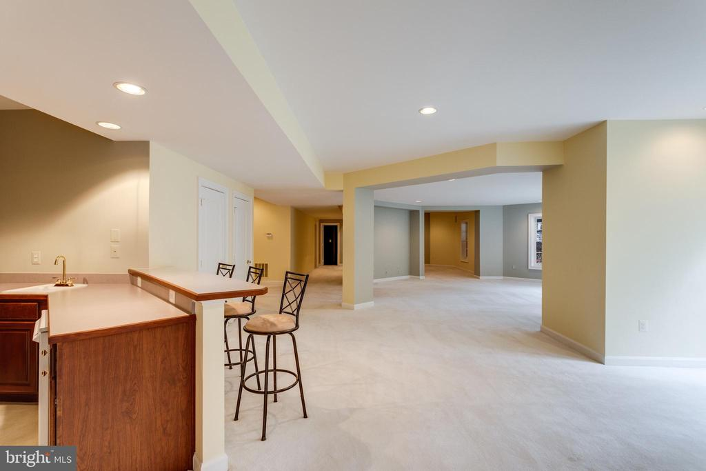 This Lower Lvl is endless! - 2565 YONDER HILLS WAY, OAKTON