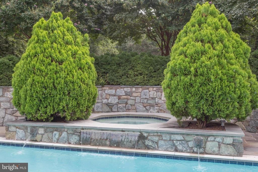 Cascading Waterfall Into Pool. - 2565 YONDER HILLS WAY, OAKTON