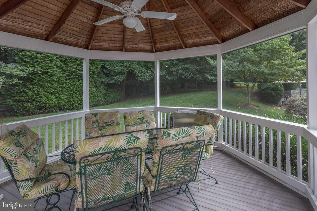 Alfreso Dining in Your Screened Gazebo. - 2565 YONDER HILLS WAY, OAKTON