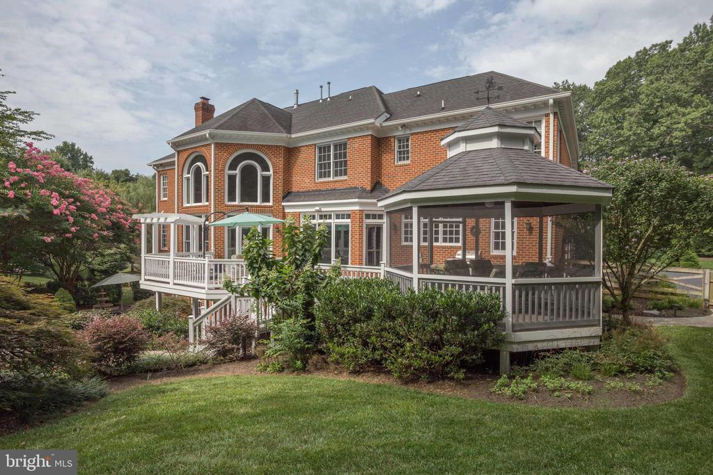Breathtaking Home & Landscaping. - 2565 YONDER HILLS WAY, OAKTON