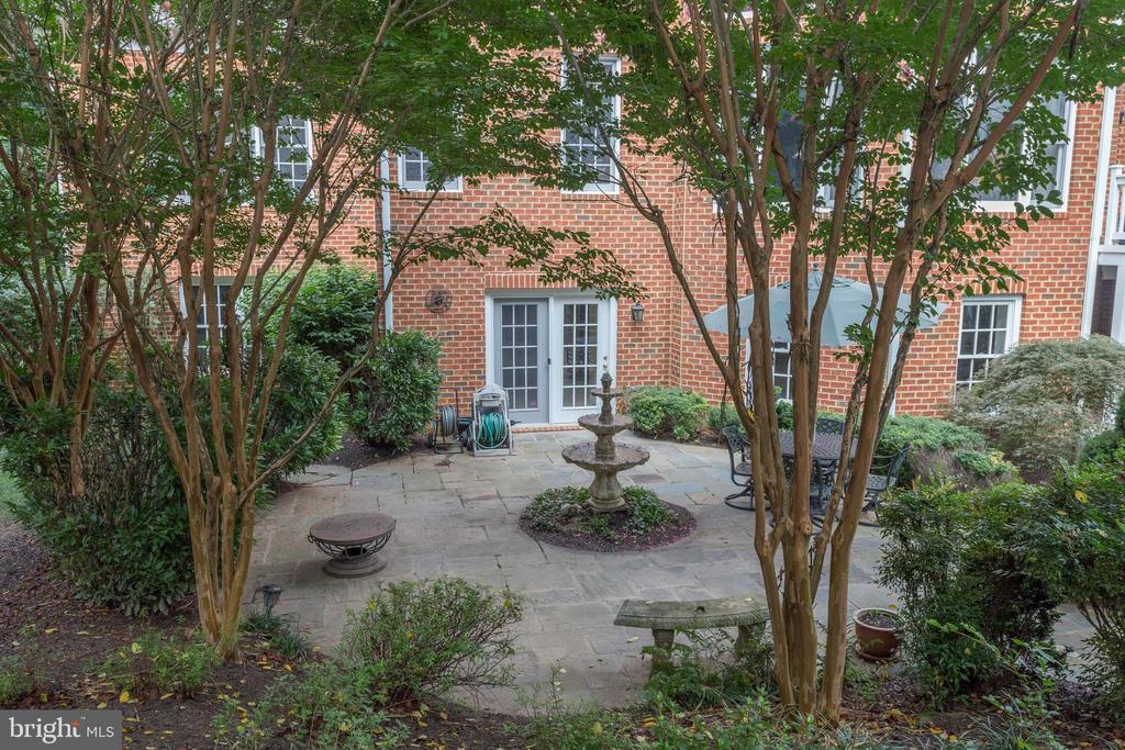 View to Lower Level Terrace with Fountain. - 2565 YONDER HILLS WAY, OAKTON