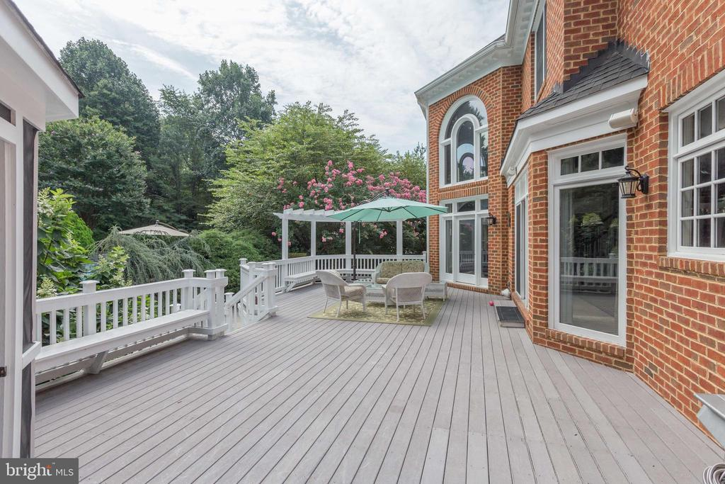 Entertain on the Spacious Deck. - 2565 YONDER HILLS WAY, OAKTON