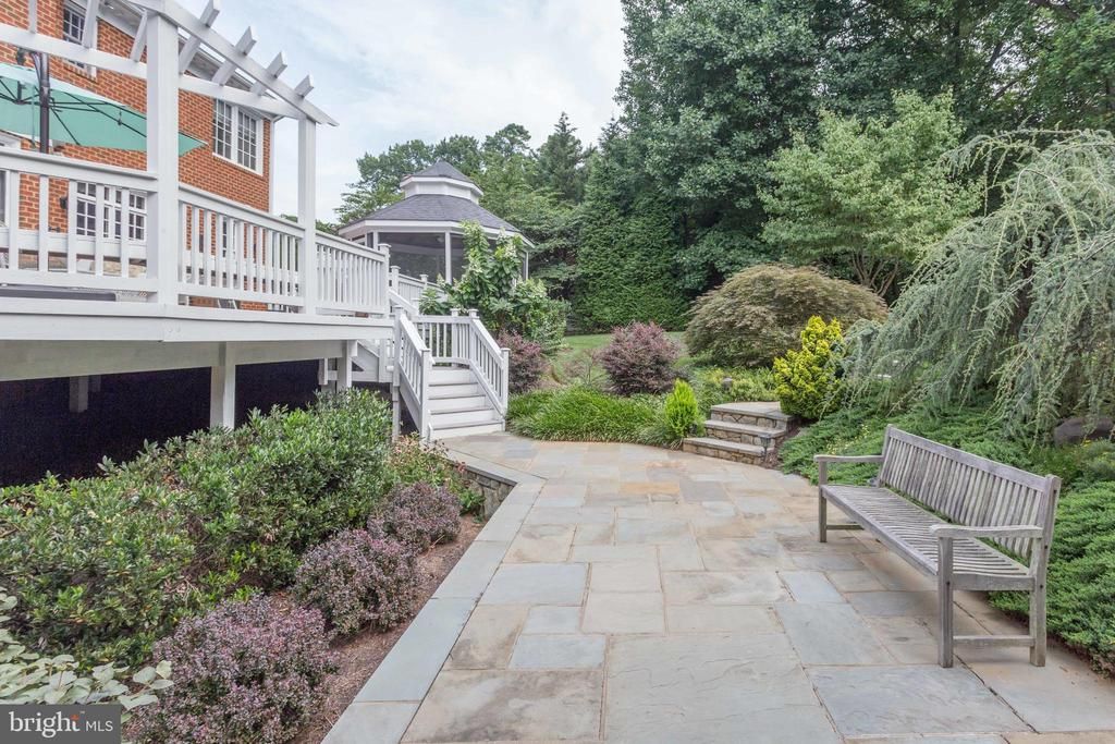 Park-like Setting. Relax & Enjoy! - 2565 YONDER HILLS WAY, OAKTON