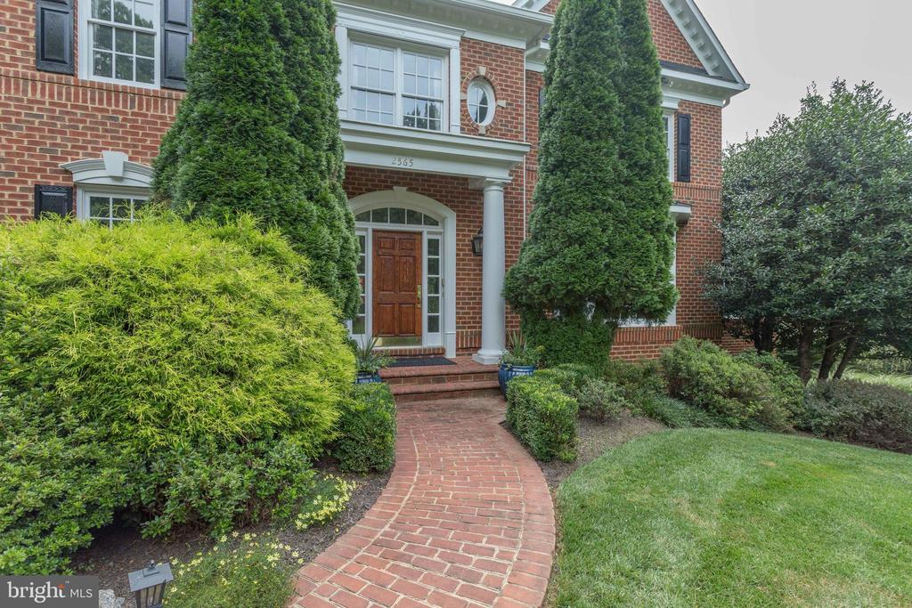 Welcoming brick front Walkway to Columned Porch. - 2565 YONDER HILLS WAY, OAKTON
