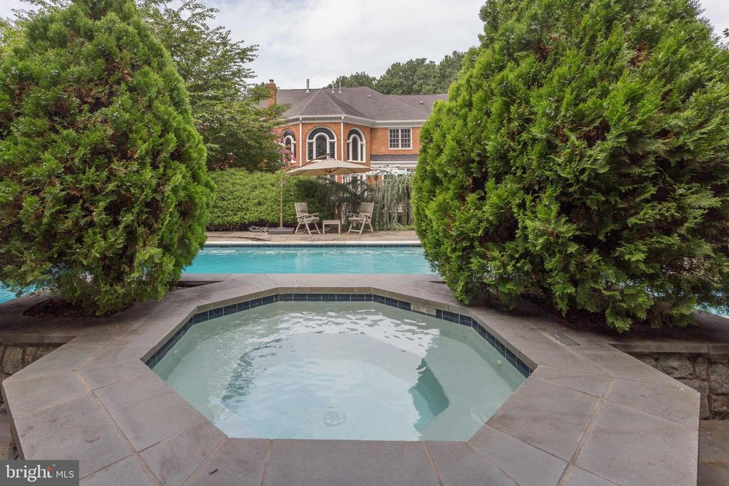 Relaxing Spa with views of lush Landscaping. - 2565 YONDER HILLS WAY, OAKTON