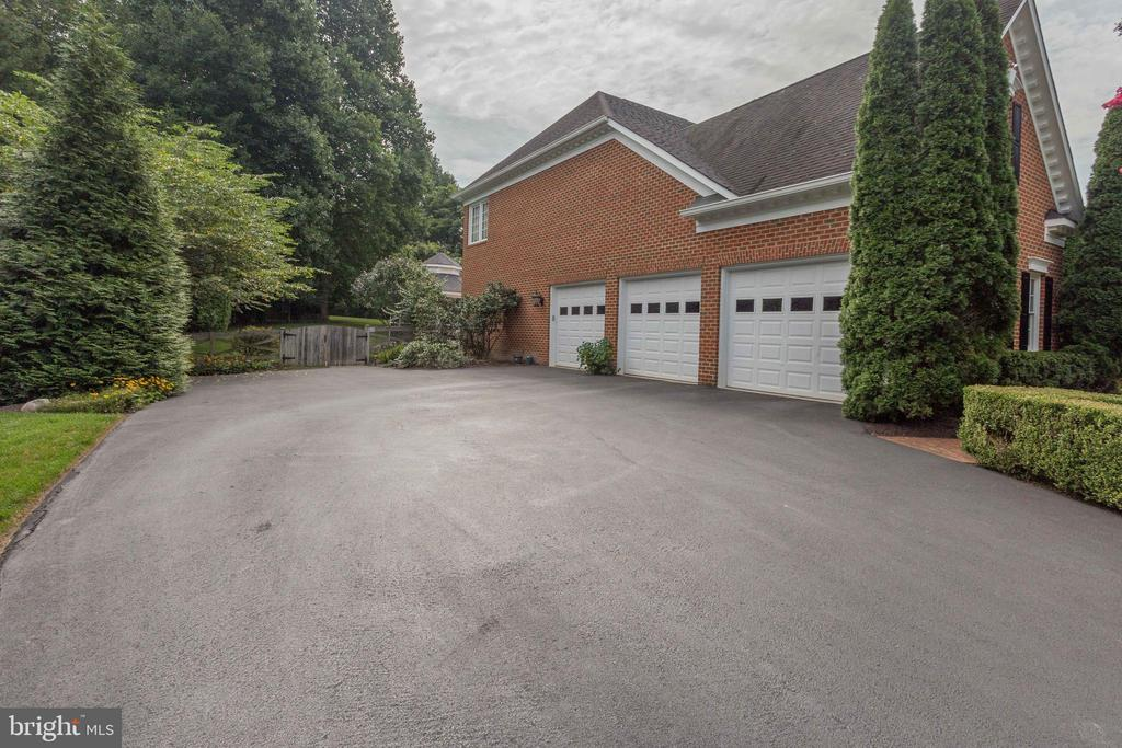 3-Car Garage. New Asphalt Driveway (not pictured). - 2565 YONDER HILLS WAY, OAKTON
