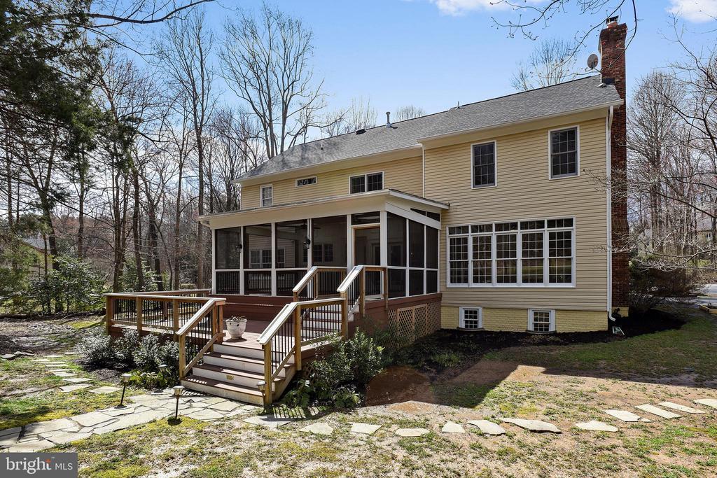 Pergola, deck, screened porch off kitchen! - 3103 PINE OAKS WAY, OAK HILL