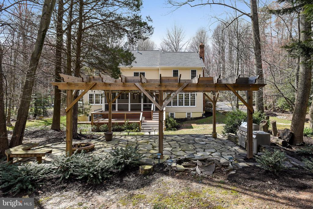Cool pergola with lights and built in grill. - 3103 PINE OAKS WAY, OAK HILL