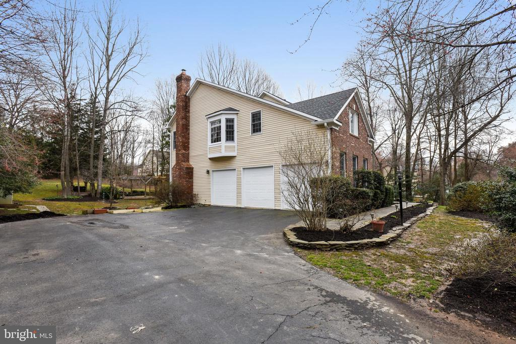 3 car garage and lots of driveway space - 3103 PINE OAKS WAY, OAK HILL