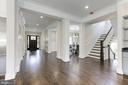 Red Oak Hardwood Floors - 6834 CHURCHILL RD, MCLEAN