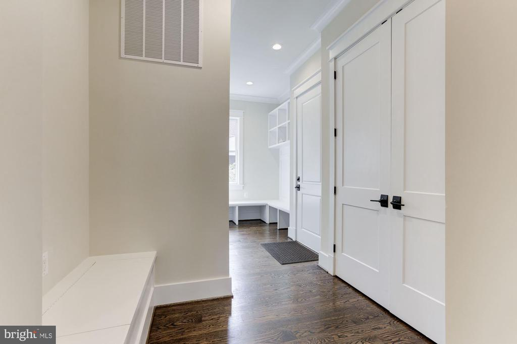 Mud Room - 6834 CHURCHILL RD, MCLEAN