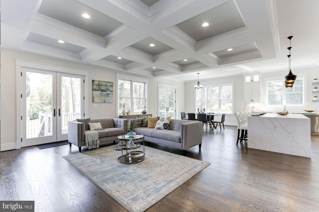 10-foot Ceilings on Main Level - 6834 CHURCHILL RD, MCLEAN