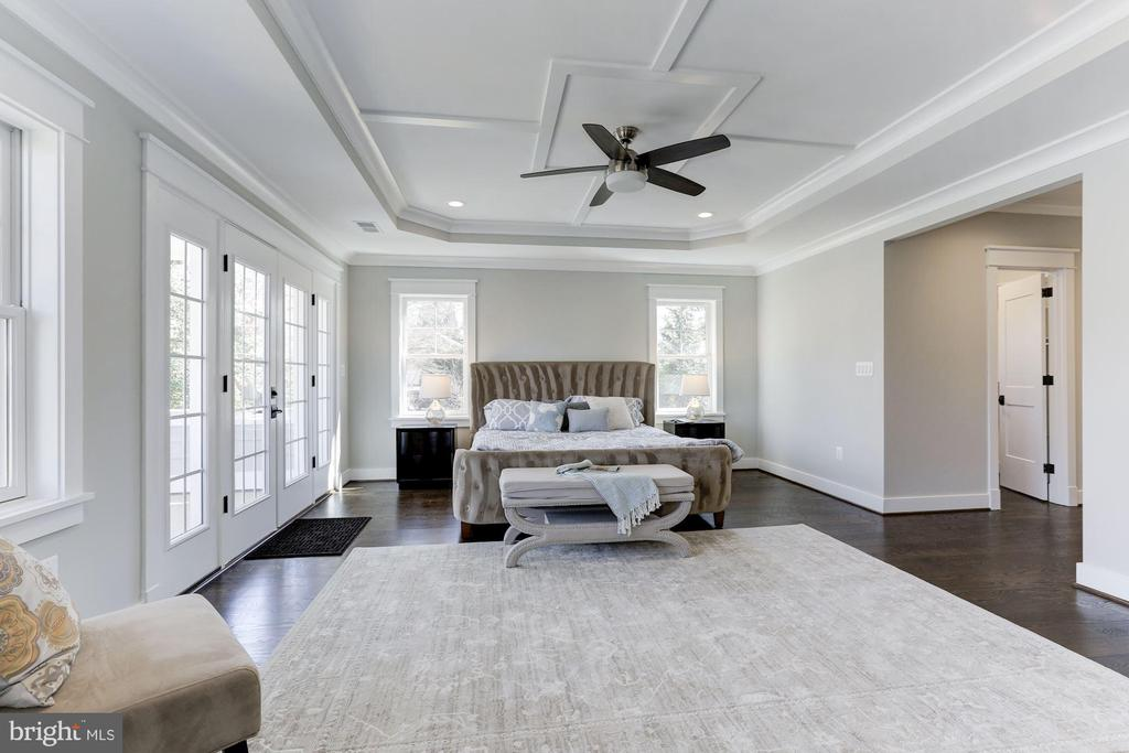 Master Bedroom Suite - 6834 CHURCHILL RD, MCLEAN
