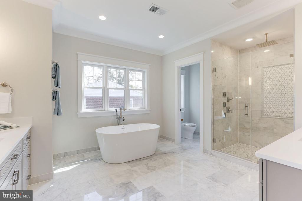 Master Bath with Free-standing Tub - 6834 CHURCHILL RD, MCLEAN